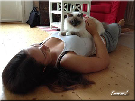 Ida med sin bästa kattkompis - Ellen